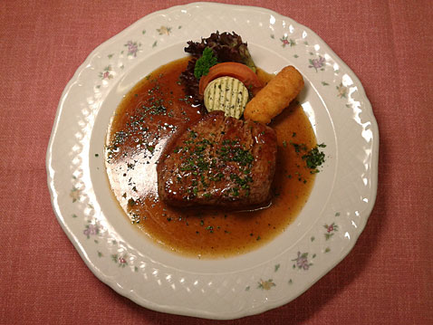 "<h4 class=""vtemslideshow-title"">Filetsteak</h4><div class=""vtemslideshow-content"">in Cognac</div>"